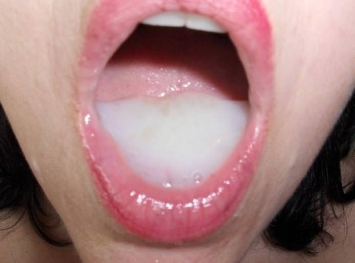 口内射精されたザーメン 15