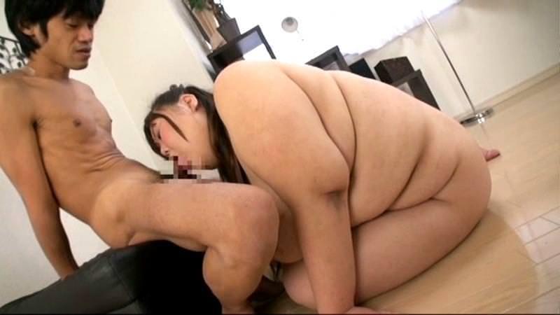 三段腹したぽっちゃりの女の子 7