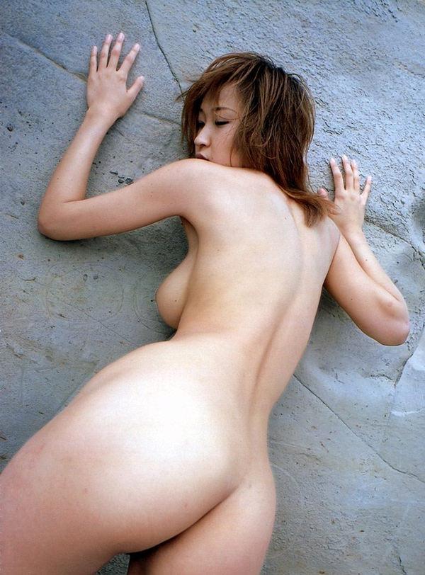 ハミ乳してる背中ヌード 2