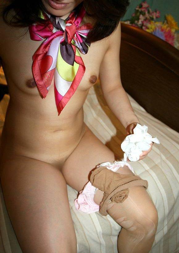 セックスの後、ティッシュでおまんこ拭いてる女の子 8
