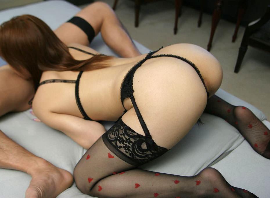 セクシーランジェリーで誘惑する美女 3