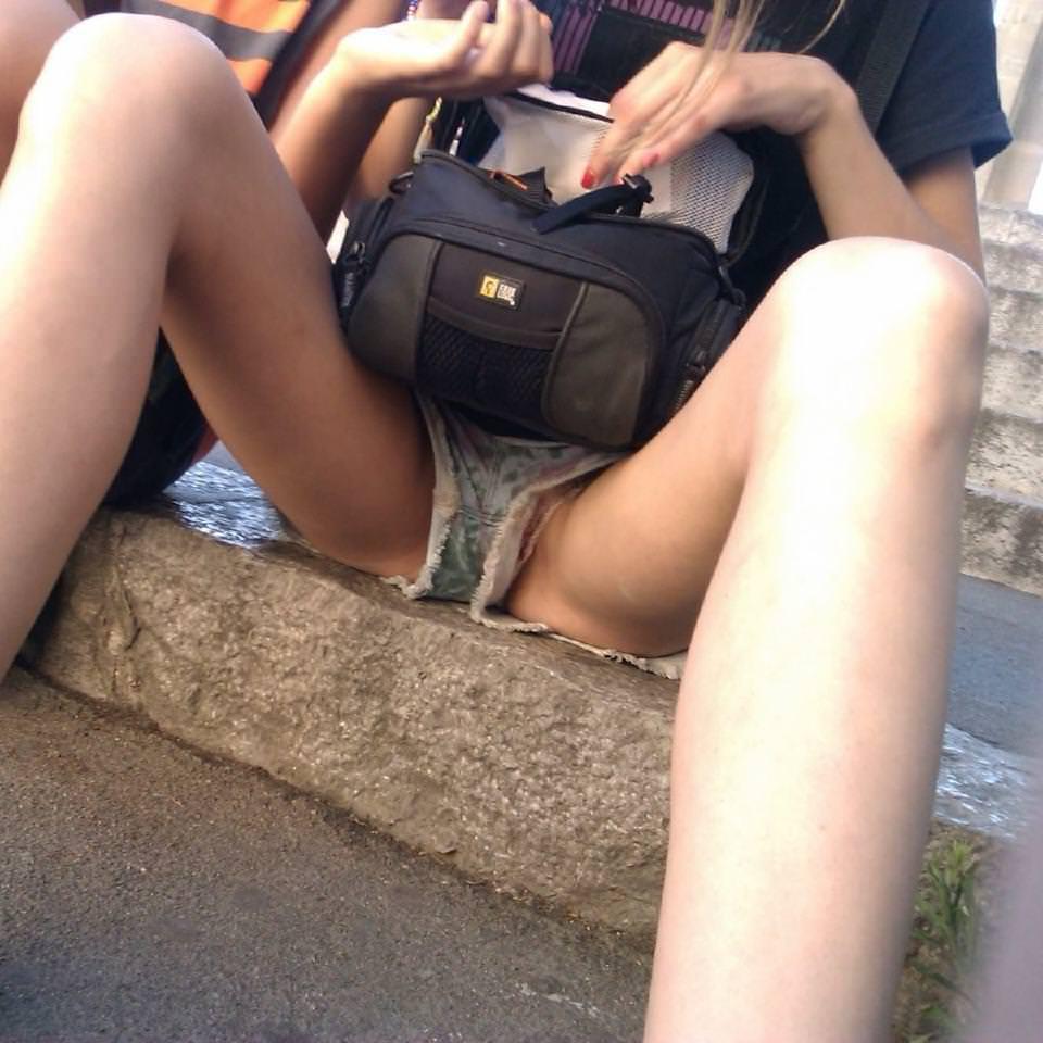 ショートパンツの股間