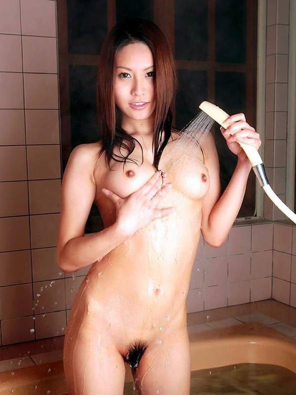 シャワー中の濡れおっぱい 7