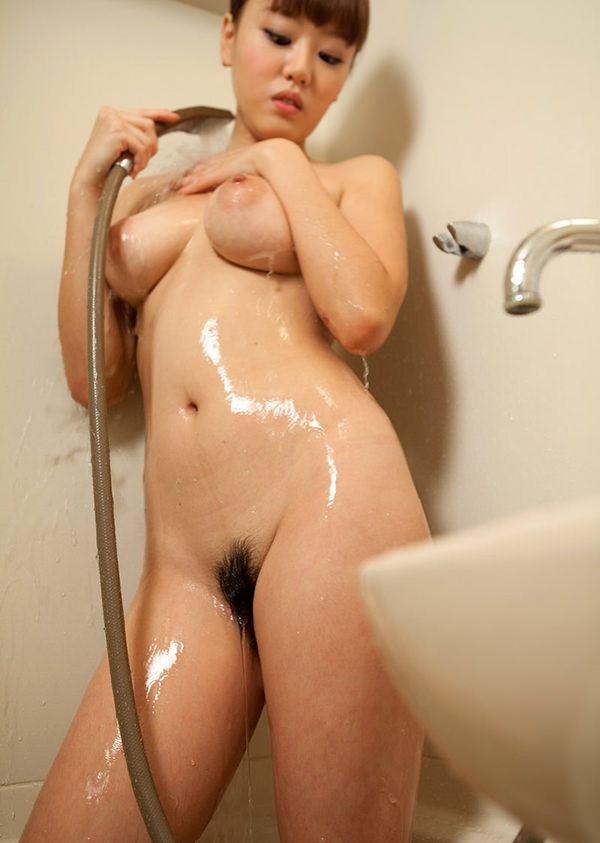 シャワー中の濡れおっぱい 9