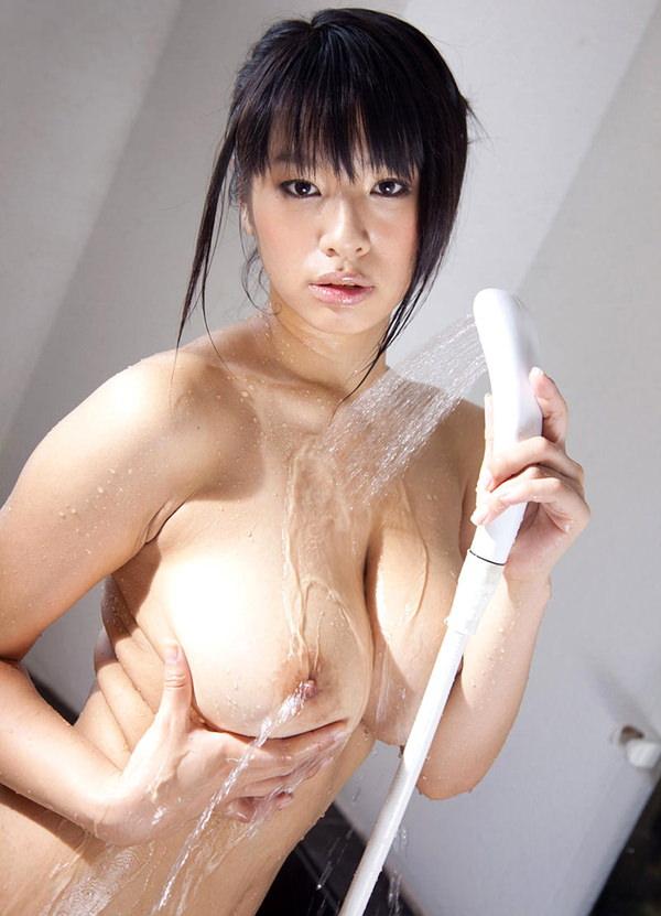 シャワー中の濡れおっぱい 10