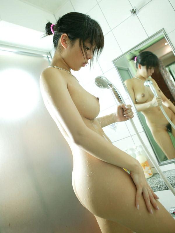 シャワー中の濡れおっぱい 11