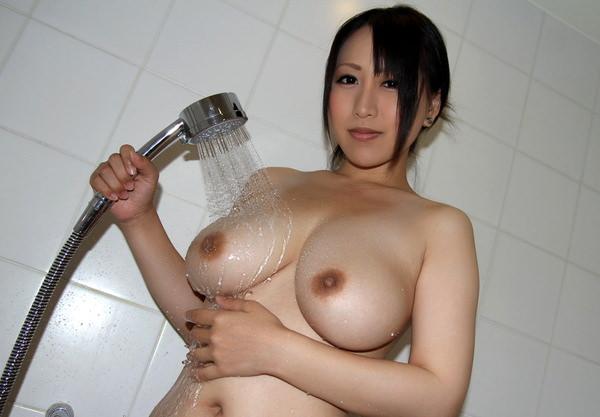 シャワー中の濡れおっぱい 15
