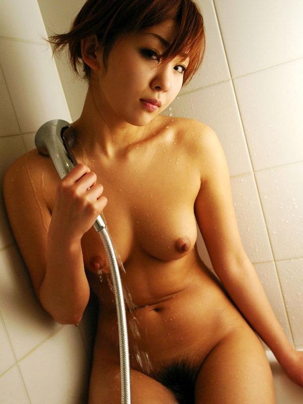 シャワー中の濡れおっぱい 20