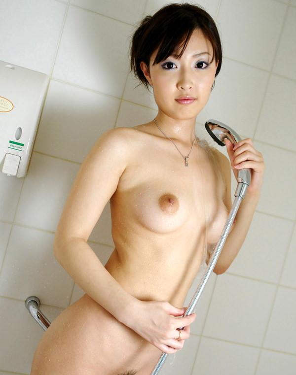 シャワー中の濡れおっぱい 31
