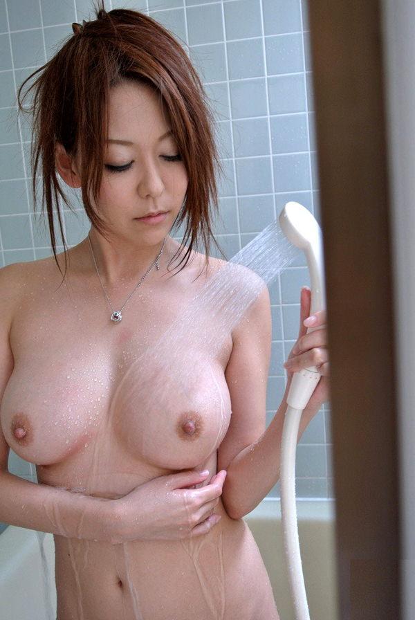 シャワー中の濡れおっぱい 41