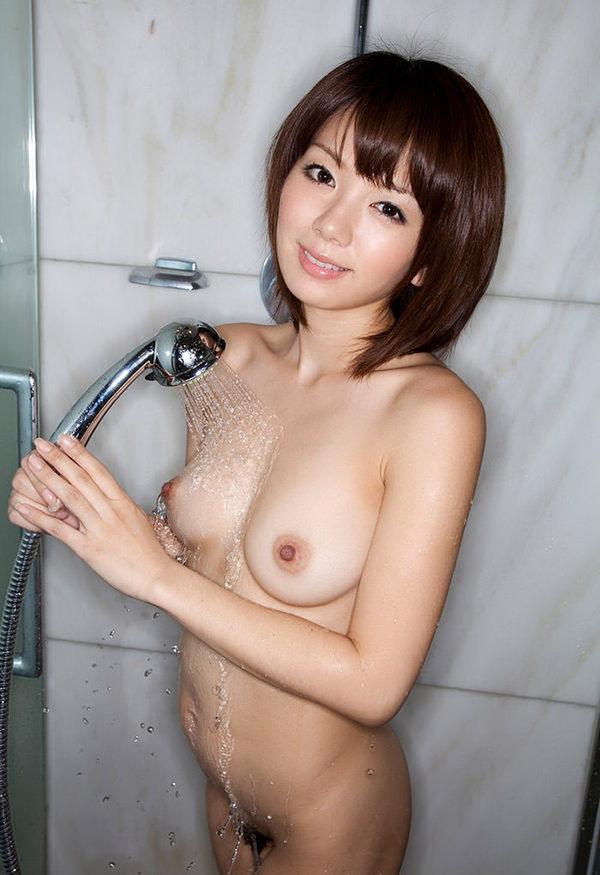 シャワー中の濡れおっぱい 44