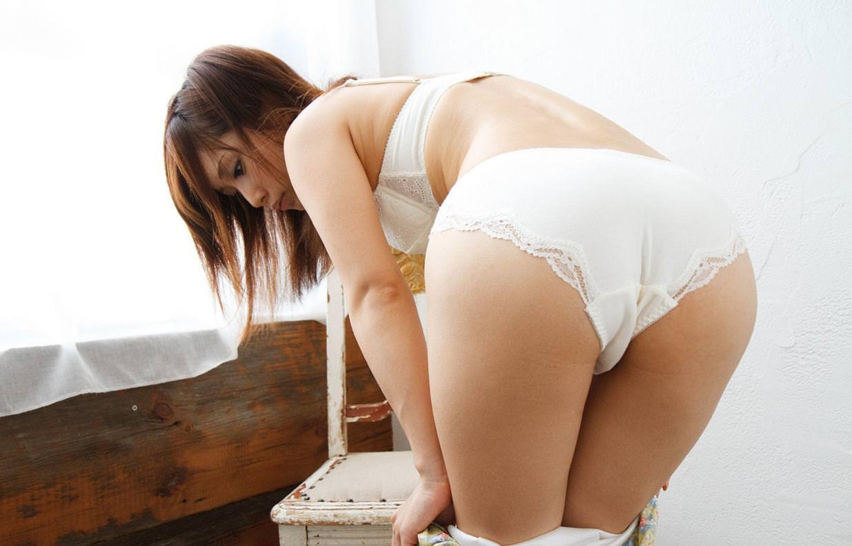 白下着つけてる女の子 18