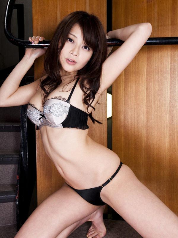 可愛い下着姿のスレンダー美少女 2