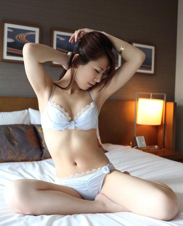 可愛い下着姿のスレンダー美少女 6