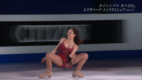 【事故画像】フィギュア中継で18歳美少女選手がM字開脚…「食い込み過ぎ!」「まるでストリップ…」