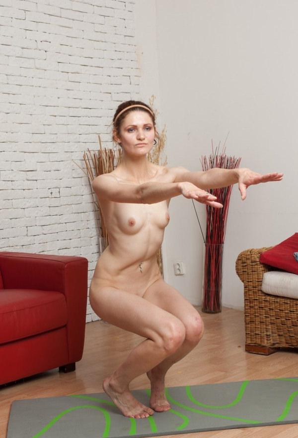ストレッチ中の女の子 4