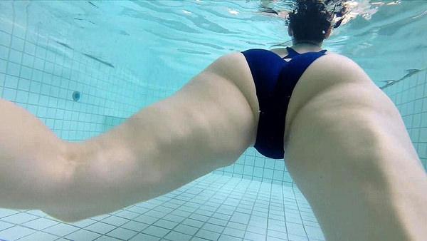 水中で撮った水着 13