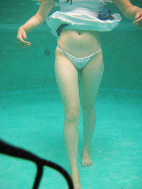 水中で撮った水着 32