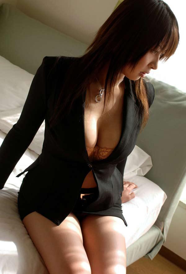 スーツ着た巨乳 3