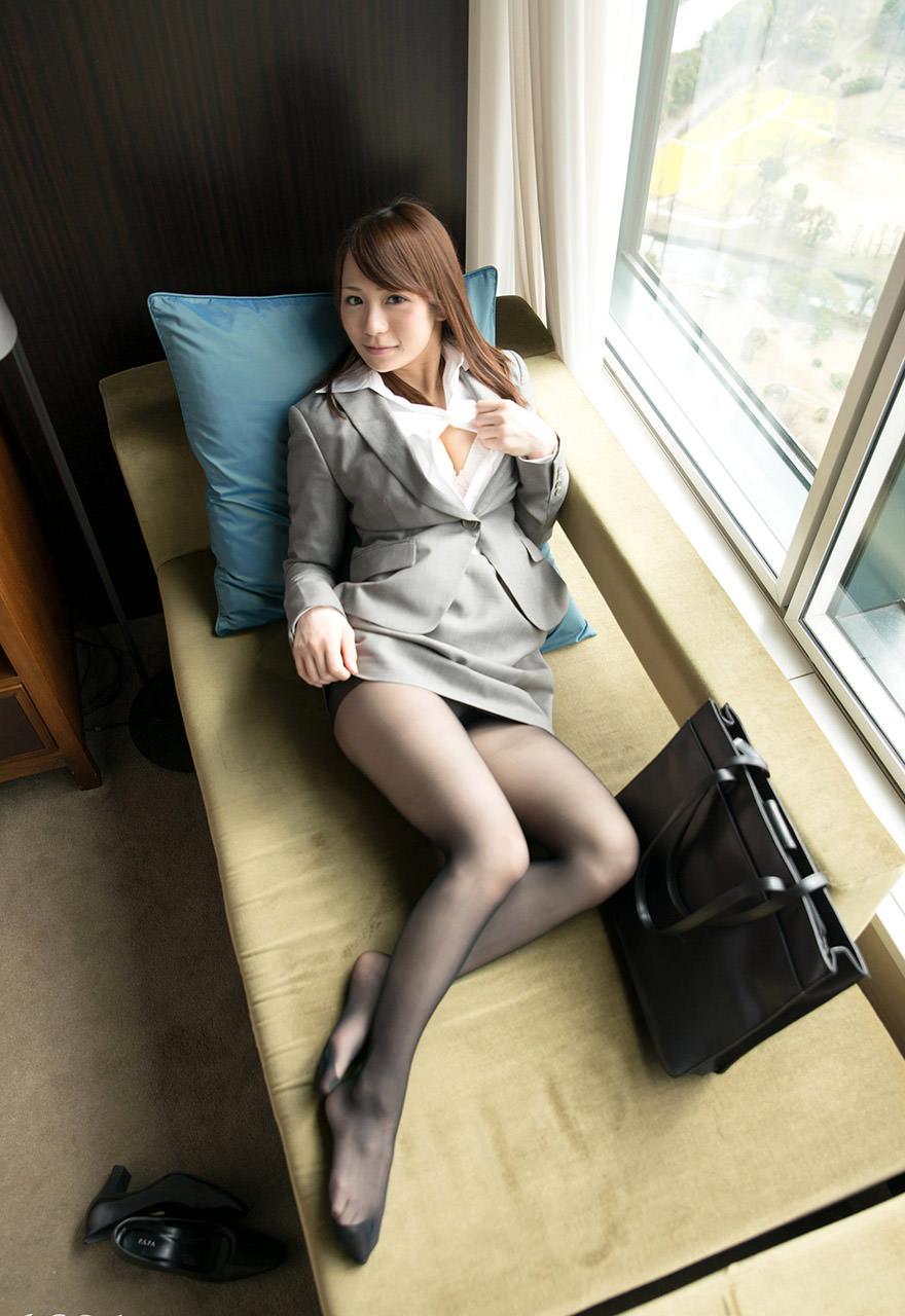 スーツ着た巨乳 9