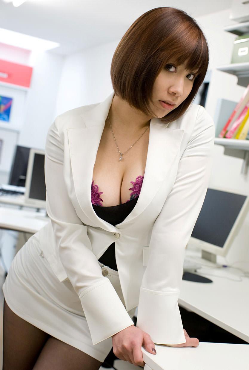 スーツ着た巨乳 14