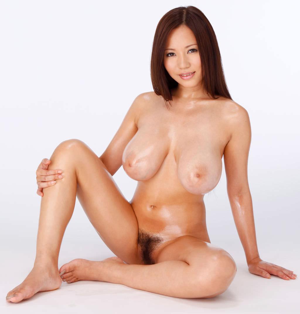 垂れ乳でデカ乳輪 1