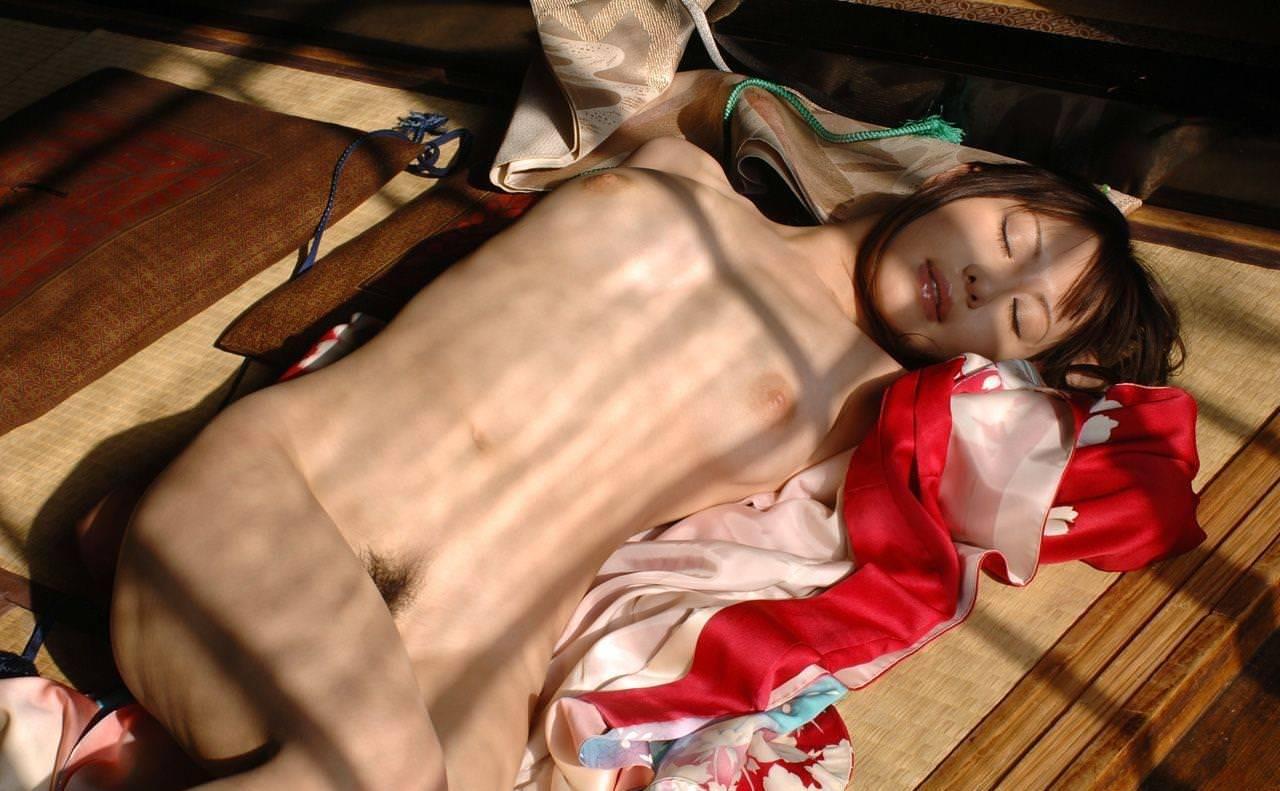 畳の上で撮られたヌード 12