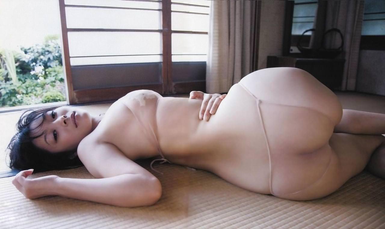畳の上で撮られたヌード 15