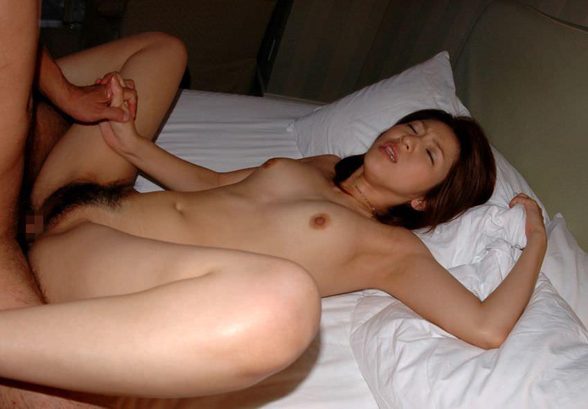 手つなぎ正常位セックス 10