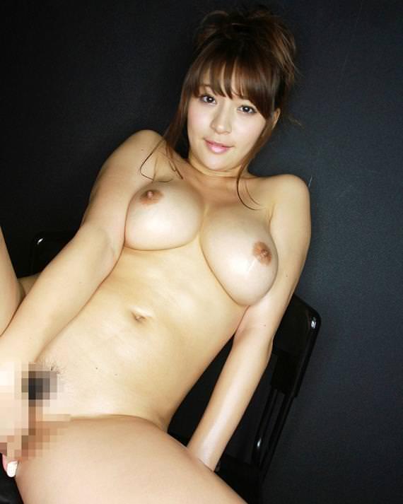 小さい乳首の美巨乳 26