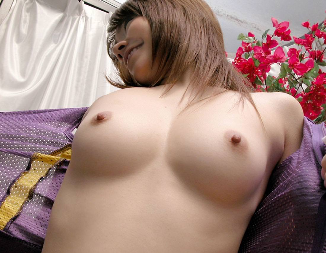 小さい乳首の美巨乳 30