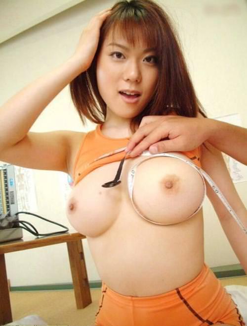 小さい乳首の美巨乳 32
