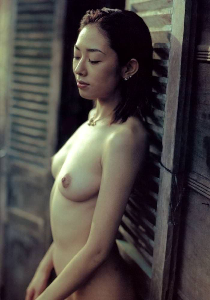 乳首出してる横乳 2