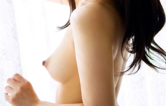 乳首出してる横乳 57