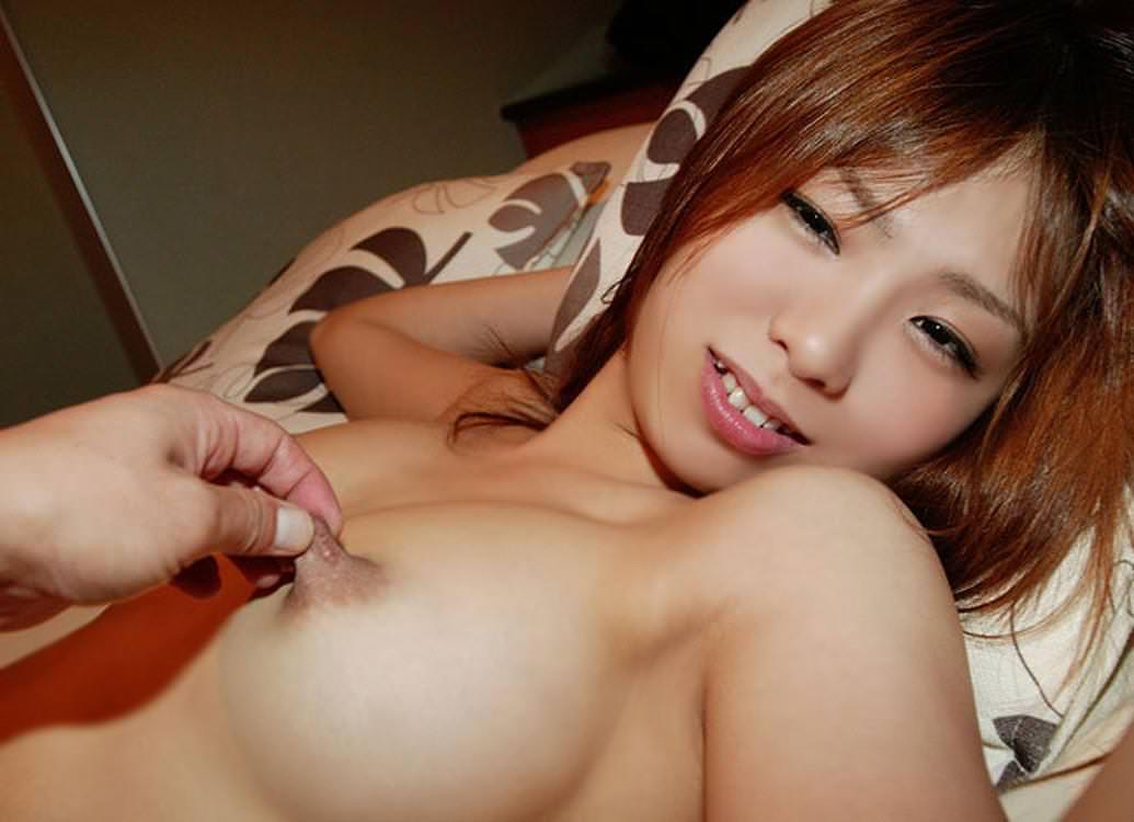 乳首つまみ 4