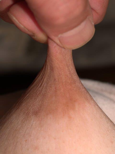 乳首つまみ 17