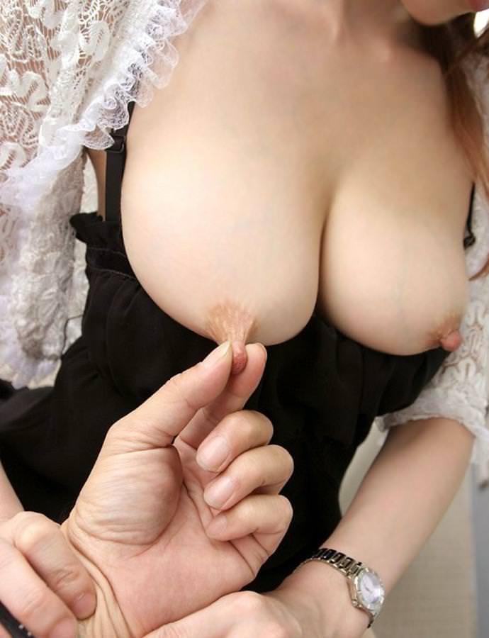 乳首つまみ 18