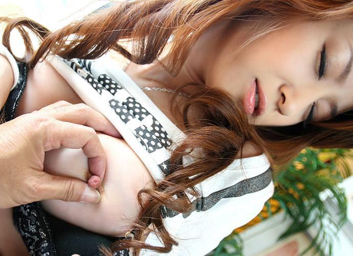 乳首つまみ 8