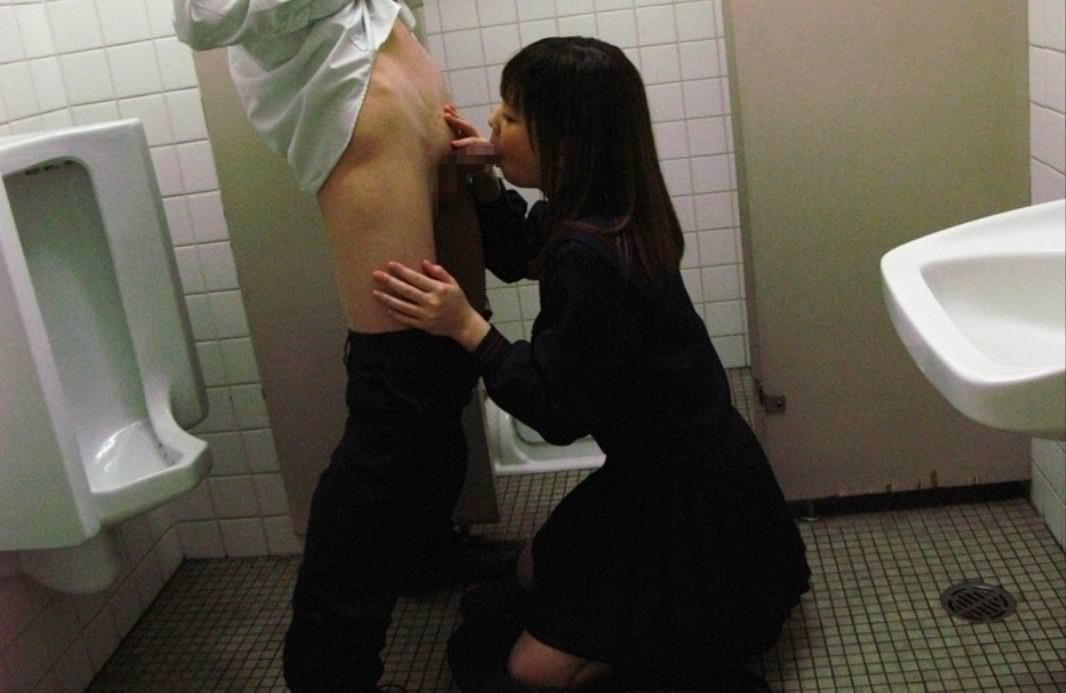 トイレでセックス 5