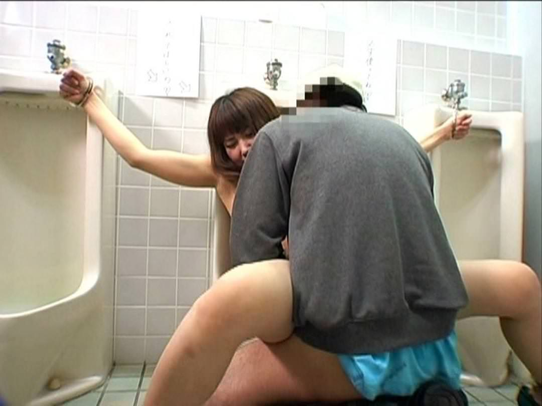 トイレでセックス 7