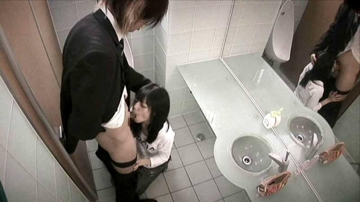 トイレでセックス 9