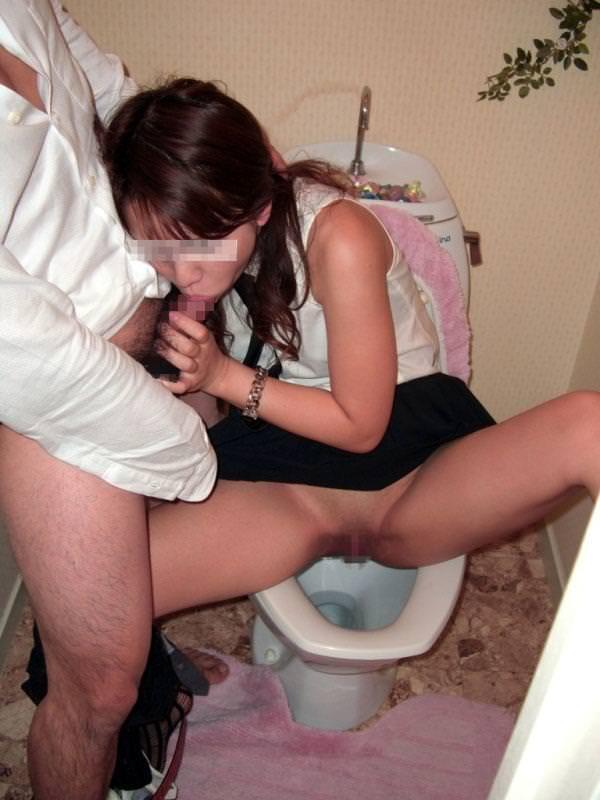 トイレでセックス 12
