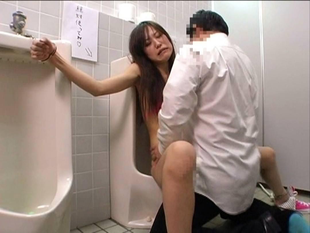 トイレでセックス 18