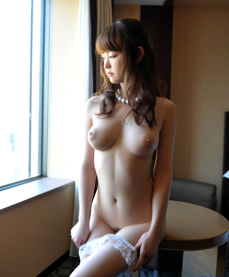 釣鐘型の美乳おっぱい 7
