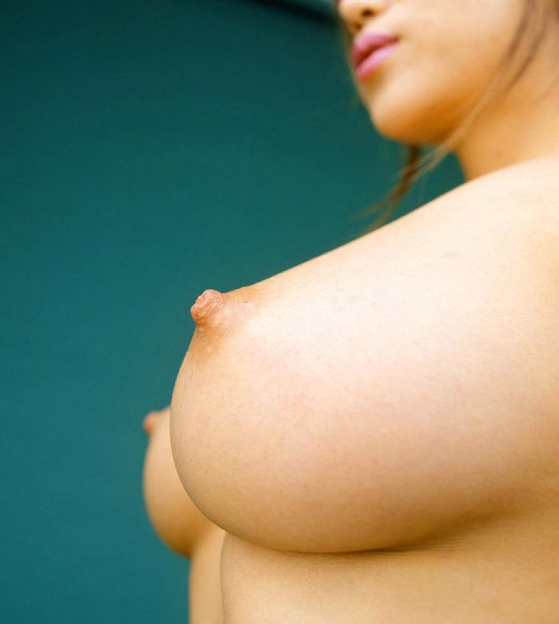 釣鐘型の美乳おっぱい 12