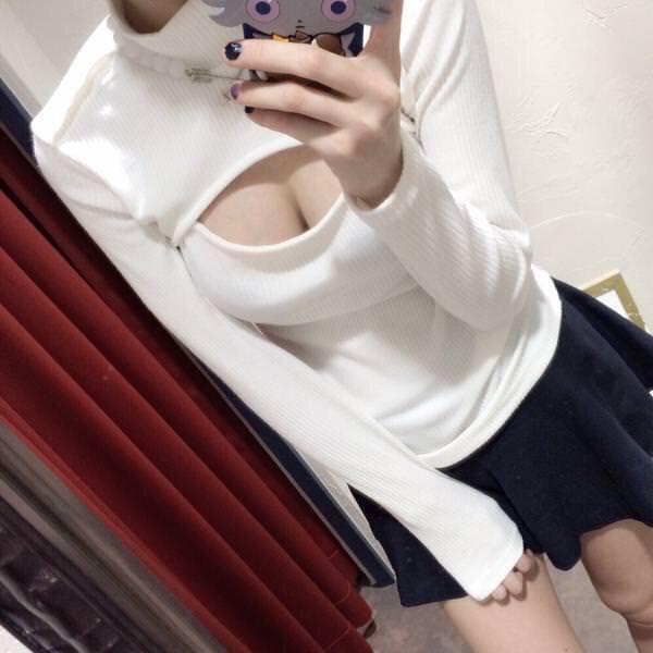 タートルネックの着衣巨乳 7
