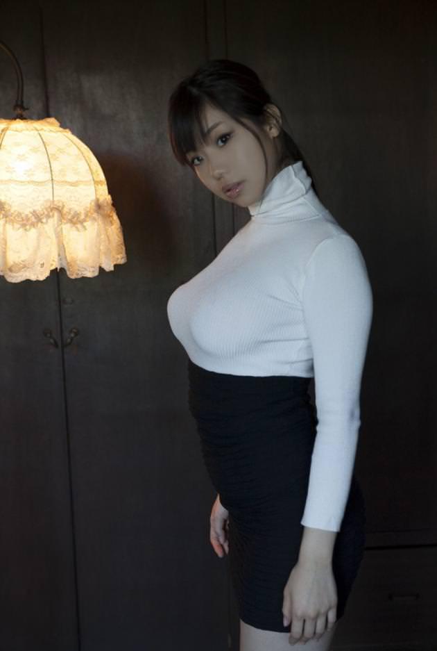 タートルネックの着衣巨乳 16