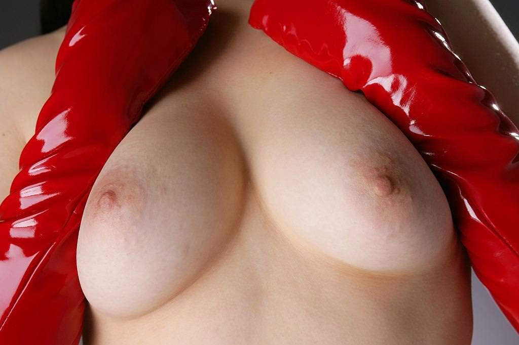 薄ピンク乳首 17