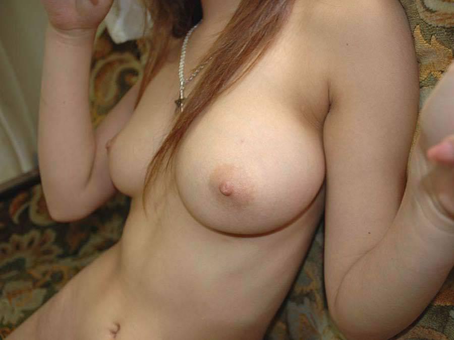 薄ピンク乳首 26