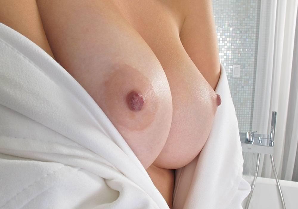 薄ピンク乳首 40